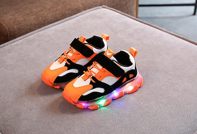 2020 New Glowing Sneakers for Children Boys Shoes with Sole Enfant Led Light Luminous Sneakers for Girls Shoes Kids Led Shoes