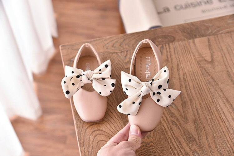 2020 New Girls Sandals Kids Leather Shoes Baby Children Bowtie Leisure Sneakers Hot Girls Princess Dance Shoes Dot Ribbon D01152